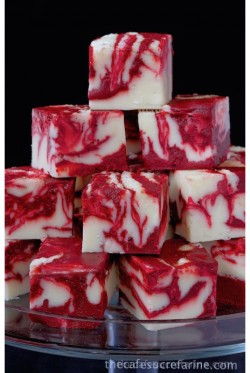 Winter White Red Velvet Fudge – thecafesucrefarine.com