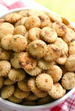 The Two Bite Club: Easy Ranch Oyster Crackers